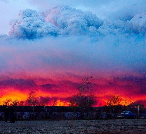 Alberta wildfire approaches Anzac