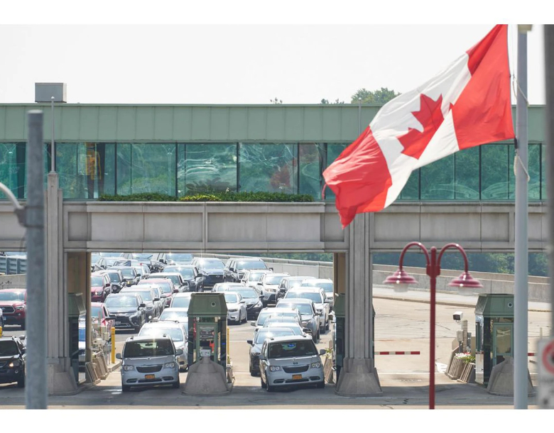 In this file photo taken on Aug. 9, 2021 travellers wait to cross into Canada at the Rainbow Bridge in Niagara Falls, Ontario, as Canada reopens for non-essential travel to fully vaccinated Americans. PHOTO BY GEOFF ROBINS /AFP via Getty Images
